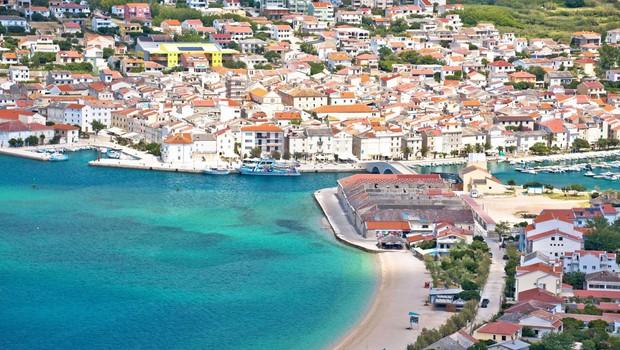 Hrvaška ministrica za turizem in šport opozarja, da ni dokazov, da so se turisti okužili na Pagu (foto: profimedia)