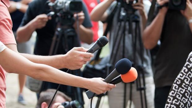 V Društvu novinarjev Slovenije so se odzvali na izolski incident ob poročanju s protesta (foto: profimedia)