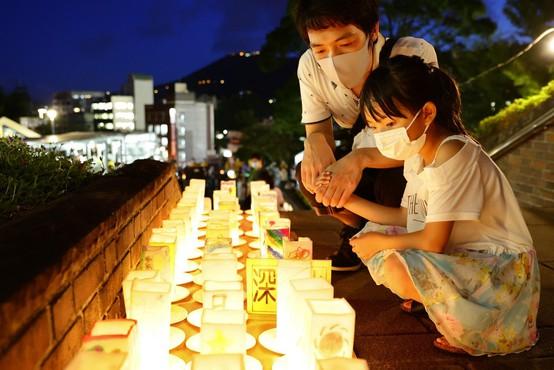 V Nagasakiju so se na tradicionalen način spomnili dne, ko je na mesto padla atomska bomba