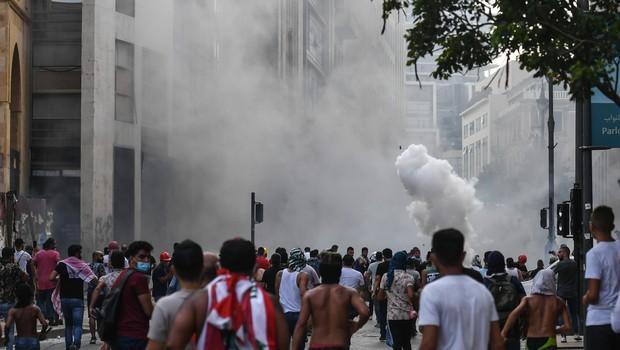Osrednji trg v libanonski prestolnici napolnilo na tisoče protestnikov (foto: profimedia)