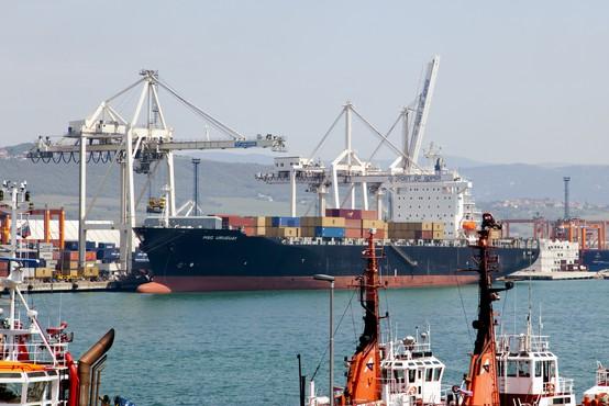 V koprskem pristanišču bodo v naslednjih dneh začeli podaljševati prvi pomol