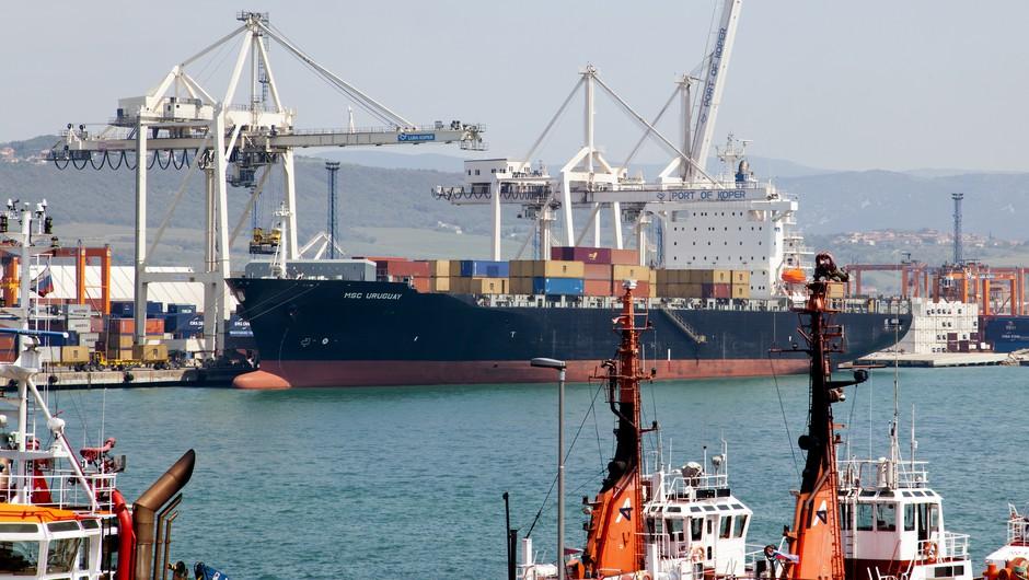 V koprskem pristanišču bodo v naslednjih dneh začeli podaljševati prvi pomol (foto: Profimedia)