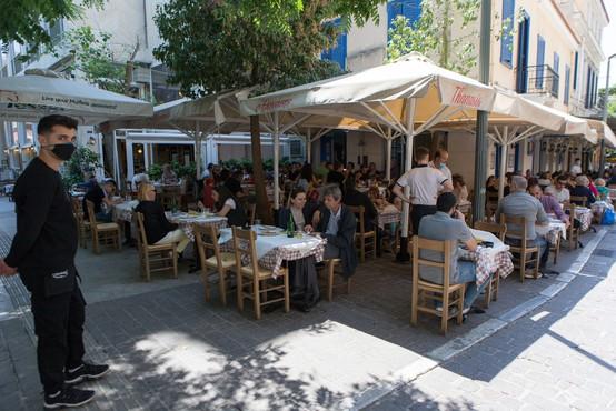 Številni bari in restavracije v Grčiji po novem ne bodo smeli delovati med polnočjo in sedmo uro zjutraj