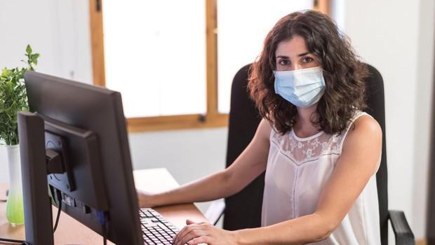 Zaradi sprejetih ukrepov ob pandemiji so se zaposlitvene možnosti žensk poslabšale (foto: Profimedia)