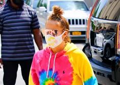 Neverjetno, v kakšni trenirki je Jennifer Lopez tokrat prišla na snemanje