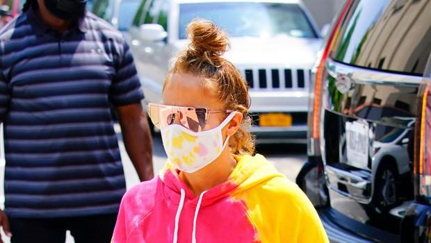 Neverjetno, v kakšni trenirki je Jennifer Lopez tokrat prišla na snemanje (foto: Profimedia)