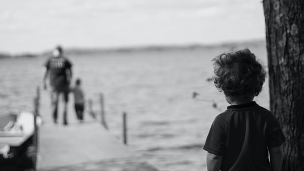 7 znakov, da vas je zaznamovala travma iz otroštva (foto: Katherine Chase | Unsplash)