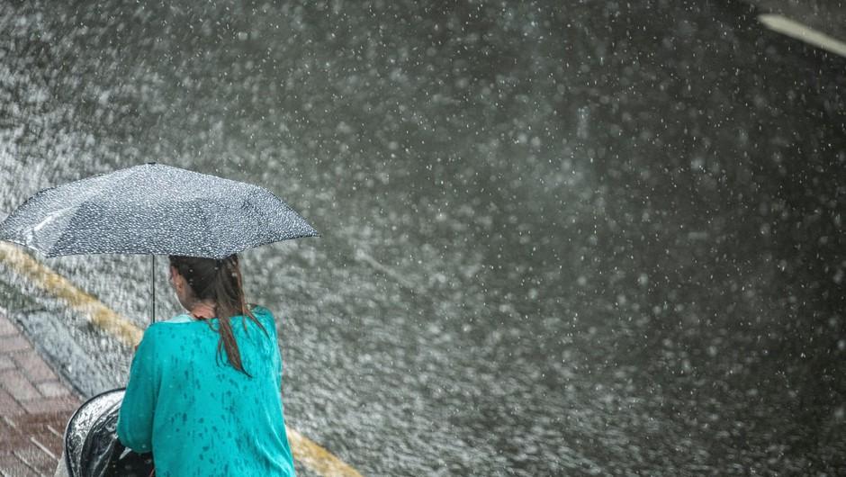 Nekatere dele države so v popoldanskih urah že zajele napovedane nevihte (foto: Profimedia)
