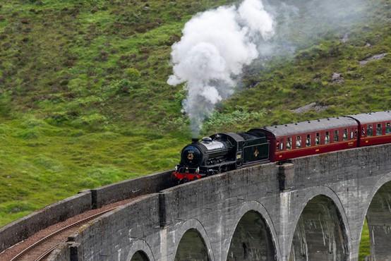 Na severovzhodu Škotske iztiril vlak, umrli najmanj trije ljudje