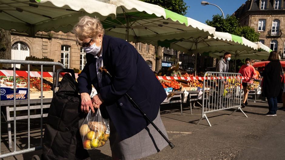 Francoska vlada zaradi vse več okužb zaostruje ukrepe (foto: Profimedia)