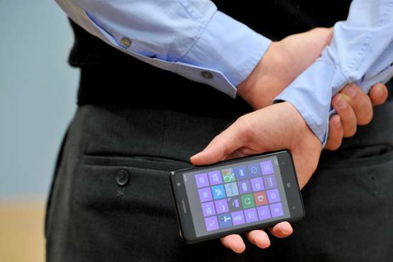Microsoft se z novim telefonom Surface Duo vrača na trg pametnih telefonov
