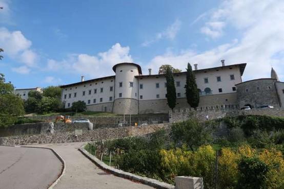 Ob torkovem neurju je meteorna voda poplavila tudi del prenovljenega dela gradu Štanjel