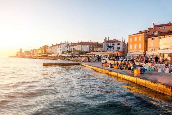 Slovenci z boni rešujejo turizem na Obali. Julija celo več gostov, kot lani!