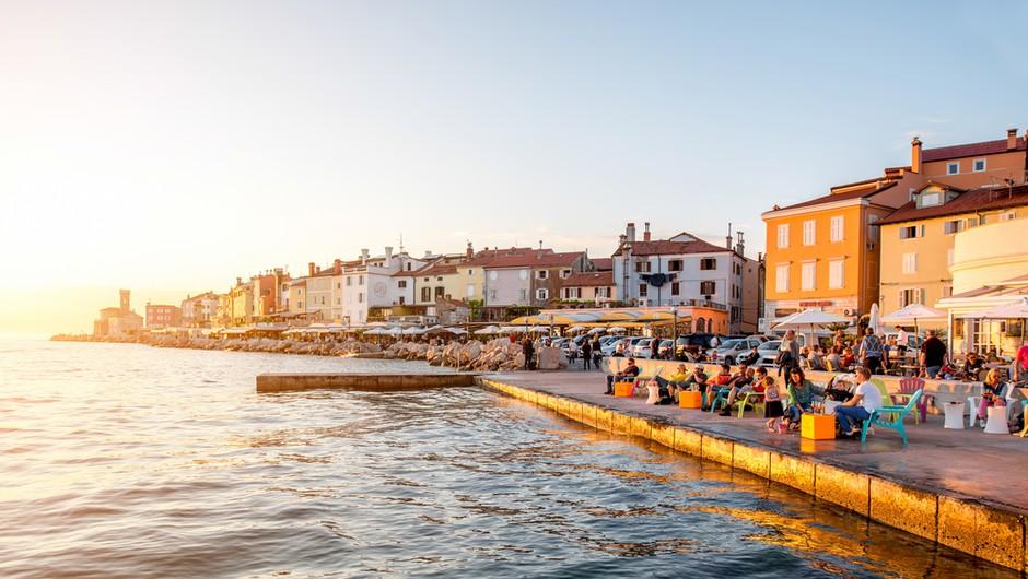 Slovenci z boni rešujejo turizem na Obali. Julija celo več gostov, kot lani! (foto: Shutterstock)