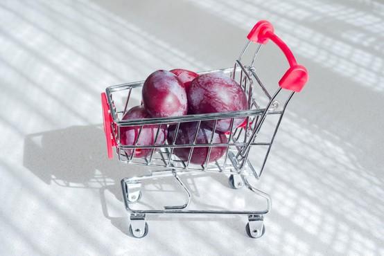 Štirje od desetih Slovencev so se zaradi epidemije odrekli večjemu nakupu