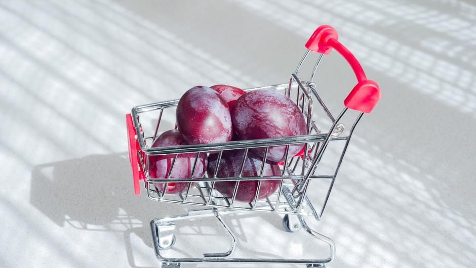 Štirje od desetih Slovencev so se zaradi epidemije odrekli večjemu nakupu (foto: Profimedia)