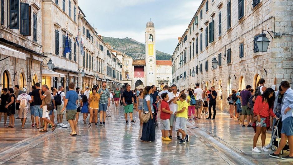 Na Hrvaškem največji porast okužb od začetka epidemije (foto: Shutterstock)