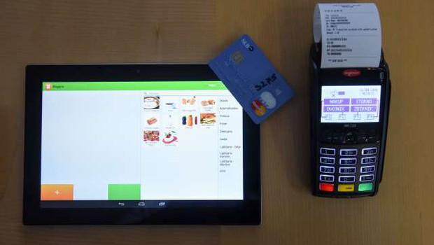 Epidemija okrepila priljubljenost brezstičnega plačevanja in spletnih nakupov (foto: Nebojša Tejić/STA)