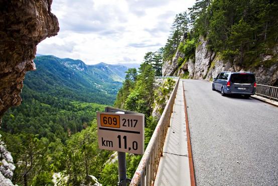 Danes se začenja prenova ene najbolj slikovitih cest v Sloveniji, regionalne ceste Ajdovščina-Predmeja