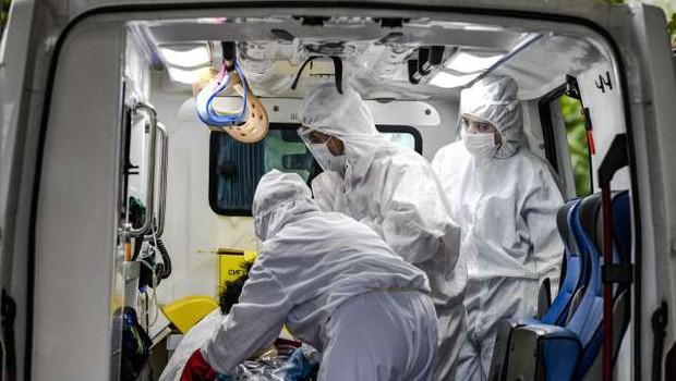 Od februarja v povezavi s pandemijo zabeležili več kot 600 napadov na zdravstvene delavce (foto: Xinhua/STA)