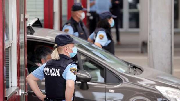 Vlada bo v četrtek Hrvaško uvrstila na rdeči seznam, karantena od petka (foto: Daniel Novakovič/STA)