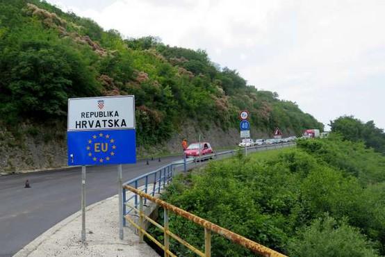 Vrnitev v Slovenijo iz Hrvaške bo možna še v ponedeljek