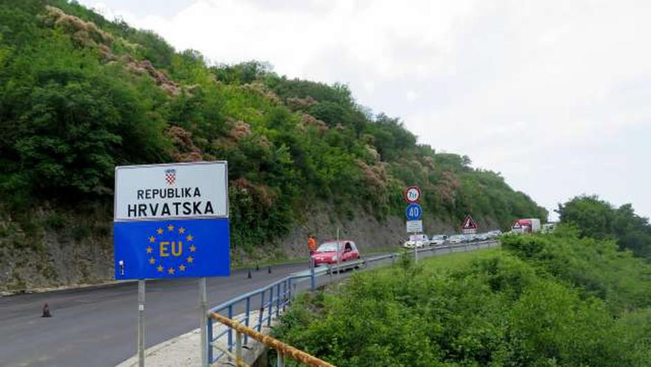 Vrnitev v Slovenijo iz Hrvaške bo možna še v ponedeljek (foto: Mitja Volčanšek/STA)