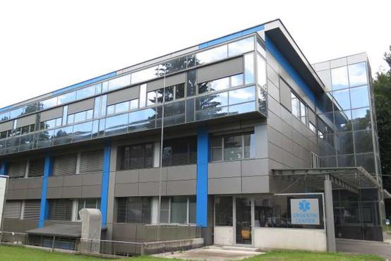 V Splošni bolnišnici Slovenj Gradec okužbo potrdili pri na oddelek sprejetem bolniku