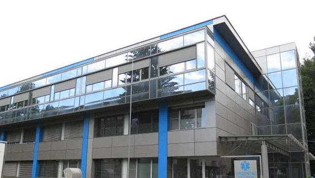 V Splošni bolnišnici Slovenj Gradec okužbo potrdili pri na oddelek sprejetem bolniku (foto: Vesna Pušnik Brezovnik/STA)