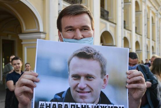 Ruski zdravniki nasprotujejo premestitvi Navalnega iz bolnišnice v Omsku