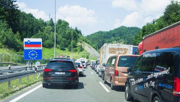 Zaradi odhoda turistov s Hrvaške na mejah že daljše čakalne dobe (foto: Profimedia)