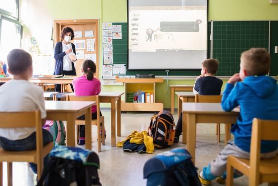 Okužbe še širijo po vrtcih in šolah, v karanteni vse več razredov in oddelkov v vrtcih