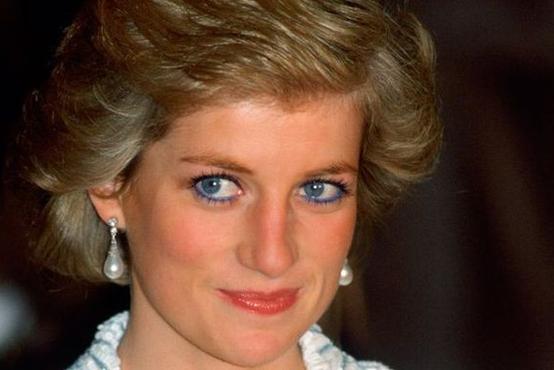 Njena umetnica ličenja razkrila, zakaj je princesa Diana prenehala uporabljati modro črtalo za oči