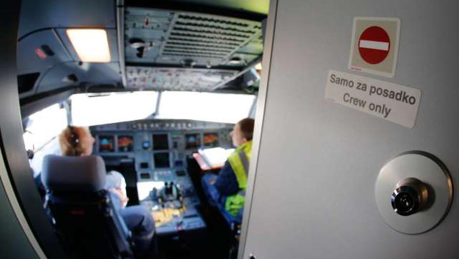 Letalsko šolo Adrie Airways je kupil Peter Jambrek (foto: Anže Malovrh/STA)