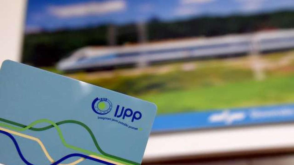 V prodaji enotne subvencionirane vozovnice IJPP za dijake in študente (foto: Tamino Petelinšek/STA)