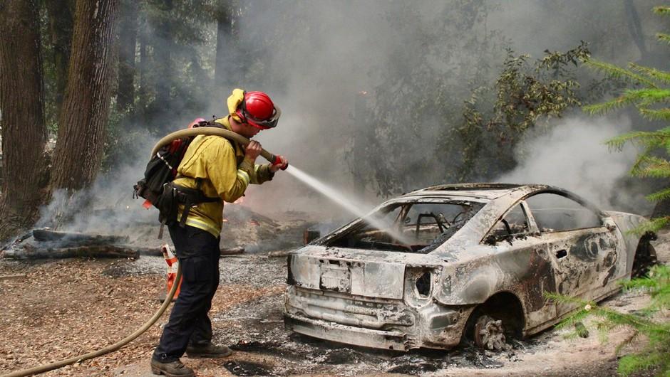 Kaliforniji zaradi požarov priskočila na pomoč vojska (foto: Profimedia)