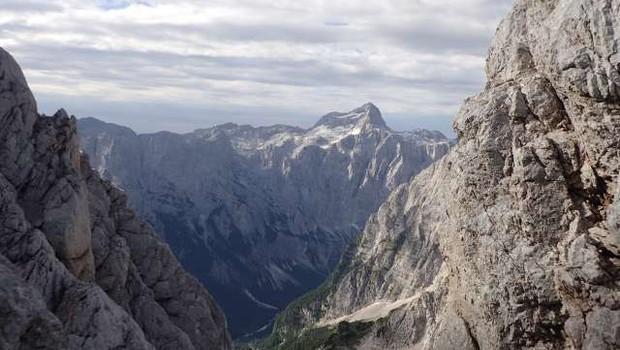 Pet najvišjih slovenskih vrhov je Luka Kovačič premagal v 13 urah in 56 minutah (foto: Robert Hrovat/STA)