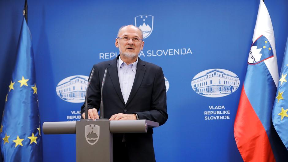 Jelko Kacin: Število vnesenih okužb se znižuje (foto: Daniel Novakovič/STA)