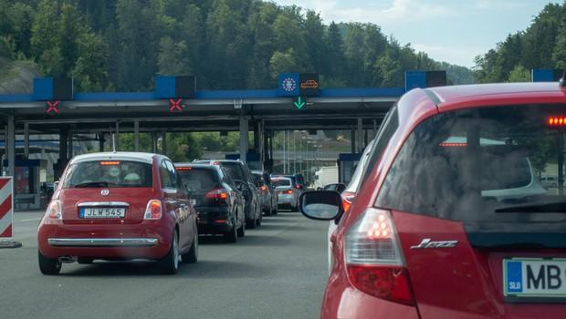 Slovenci ob vstopu s Hrvaške od danes v 14-dnevno karanteno (foto: Shutterstock)