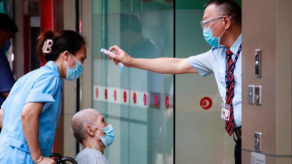 33-letnik iz Hongkonga se je po nekaj mesecih še enkrat okužil s koronavirusom (foto: profimedia)