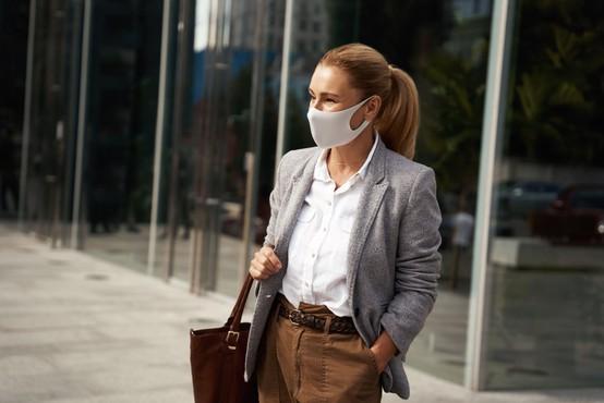 Pandemija covida-19 naj bi se po svetu umirjala, v Sloveniji zaenkrat omejeno število novih primerov okužb