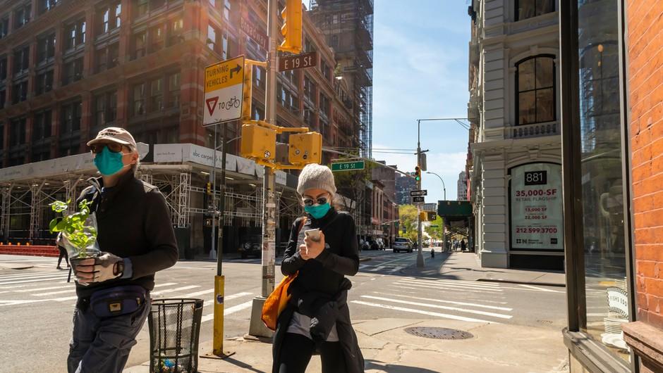 Število novih okužb v ZDA upada. Posledica nošenja mask ali manjšega števila testov? (foto: Shutterstock)