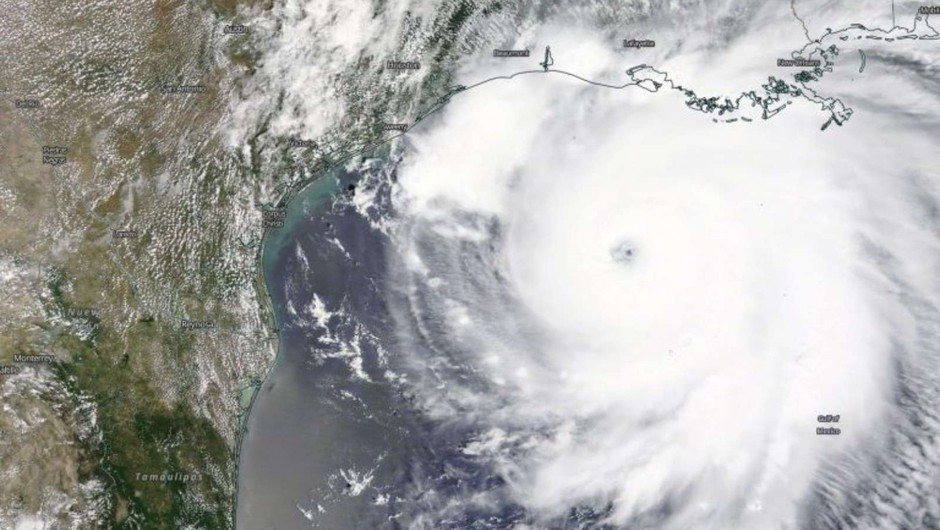 Laura ostaja orkan tudi 200 kilometrov v notranjosti Louisiane (foto: NASA/NRL)