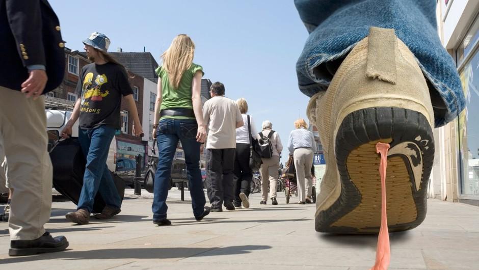 Strokovnjakinja o tem, zakaj nikoli s čevlji v stanovanje (in nato v omaro) (foto: profimedia)