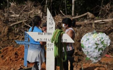 V mestu, v katerem so se kopale množične grobnice, nihče več ne umira zaradi Covida!
