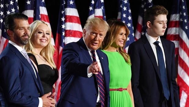 Trump z govorom pred Belo hišo sprejel predsedniško nominacijo republikanske stranke (foto: Profimedia)