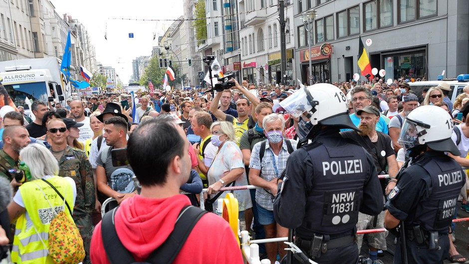 V Berlinu spet protestirali proti omejevalnim protikoronskim ukrepom (foto: profimedia)