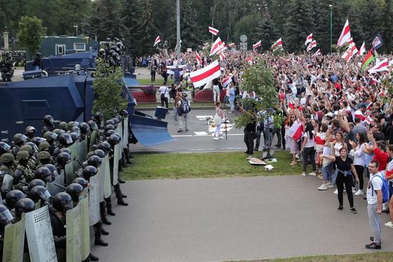 Belorusi se niso ustrašili groženj in se spet množično podali na ulice