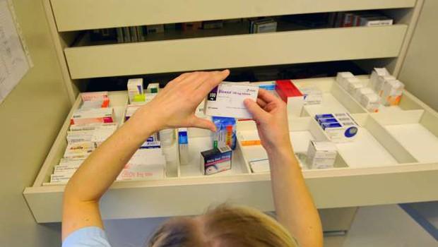 Lani več kot tisoč poročil o resnih domnevnih neželenih stranskih učinkih zdravil (foto: Tamino Petelinšek/STA)