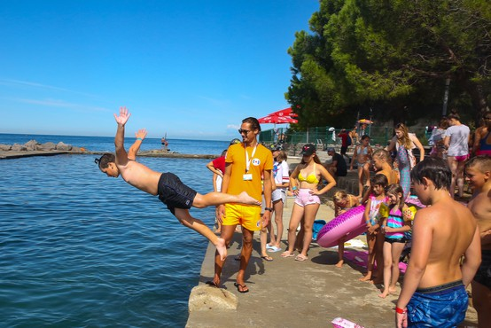 Nacionalna dobrodelna akcija Rdečega križa Slovenije Peljimo jih na morje